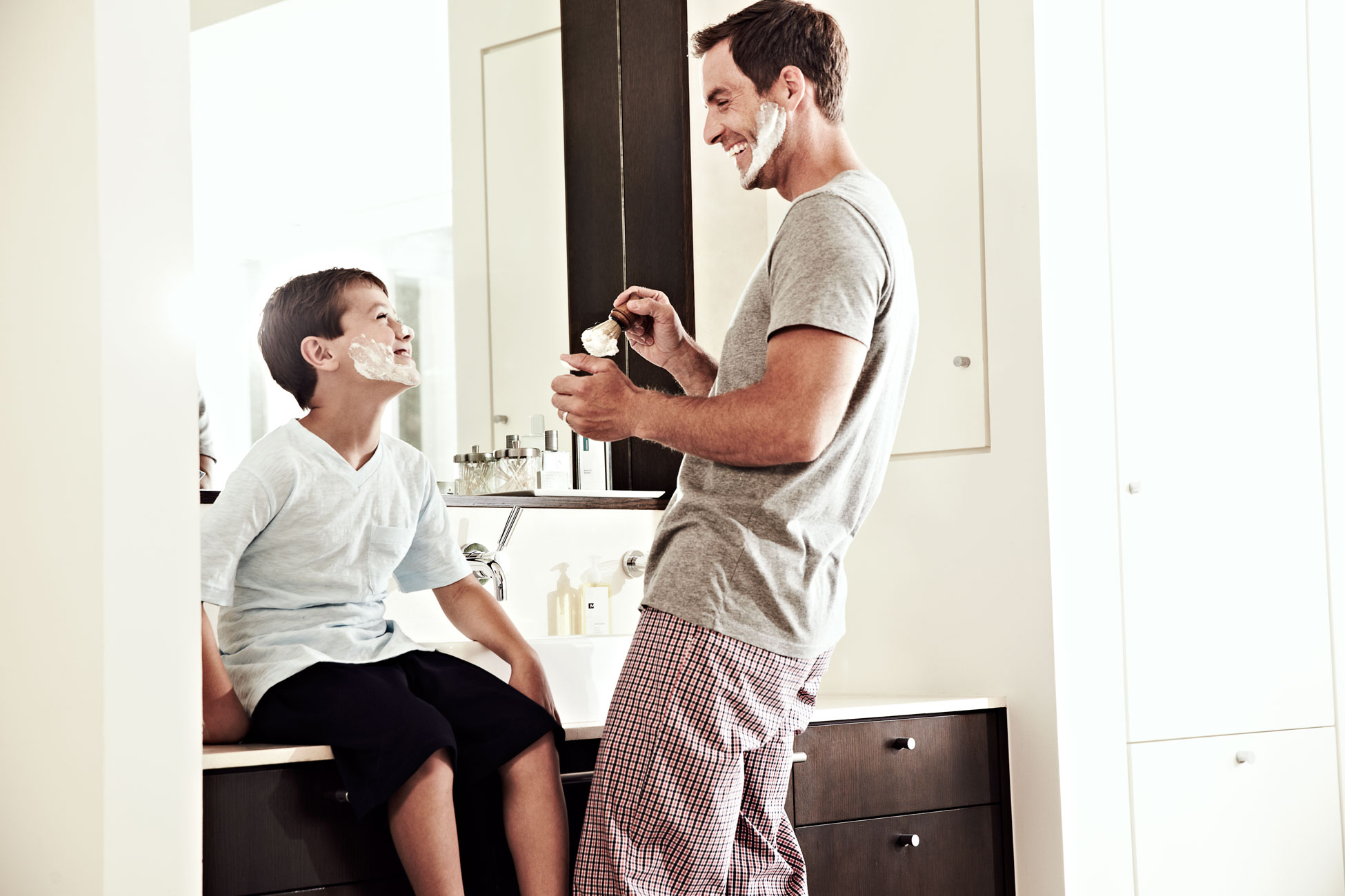 Modere_Dad-and-Son-Shaving_106