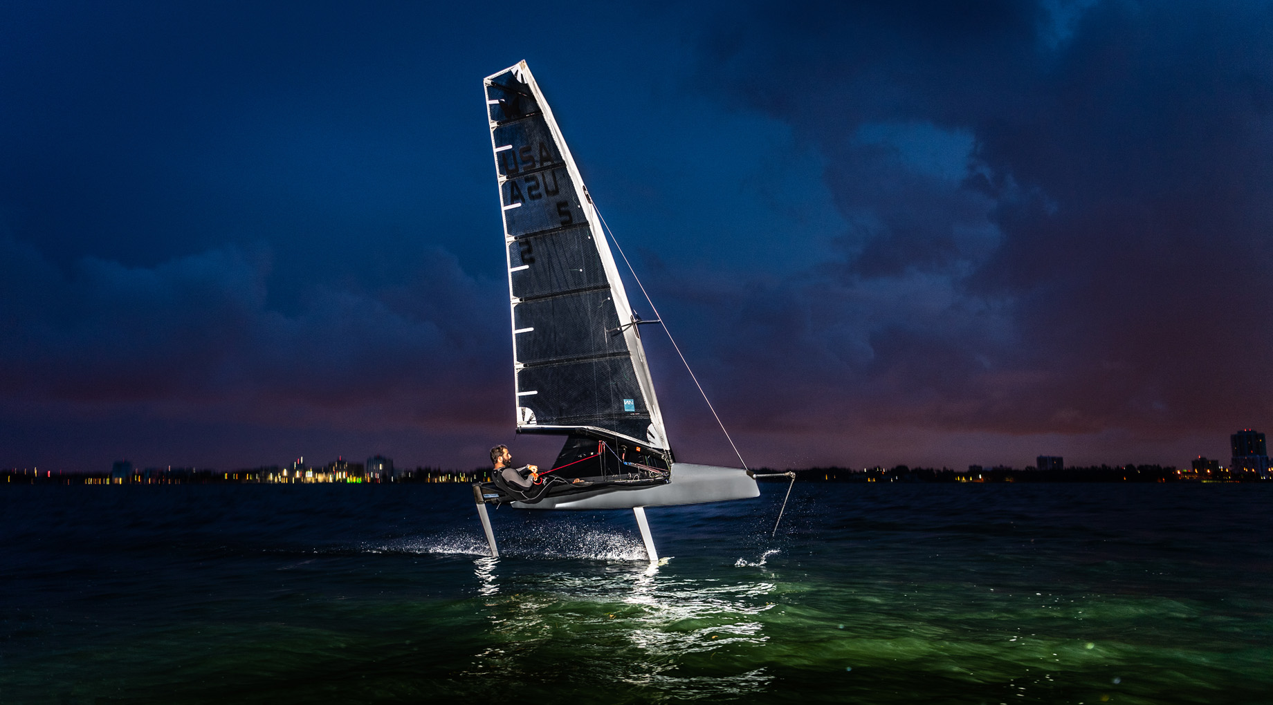 Victor_Diaz_De_Leon_Moth_Sailing_Will_Graham-10